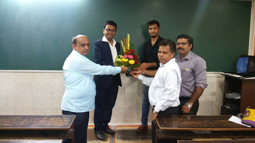 Receiving Appreciation from Maharashtra Classes Owners Association